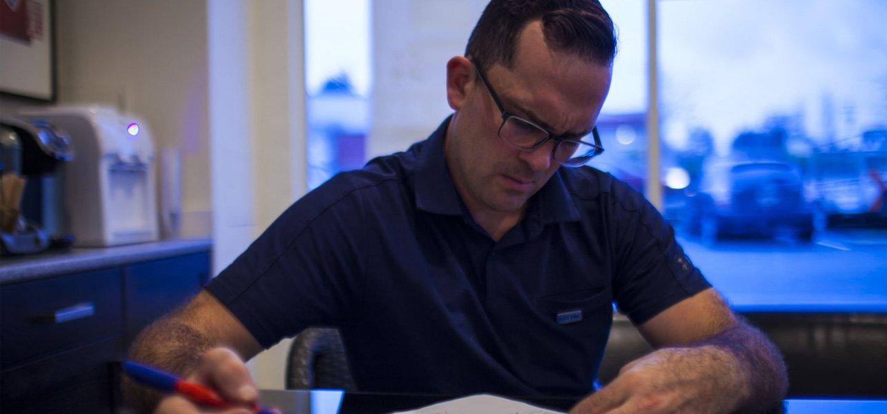 servicexcel employee working in desk